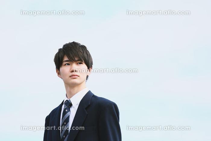 真剣な表情の男子高校生の販売画像