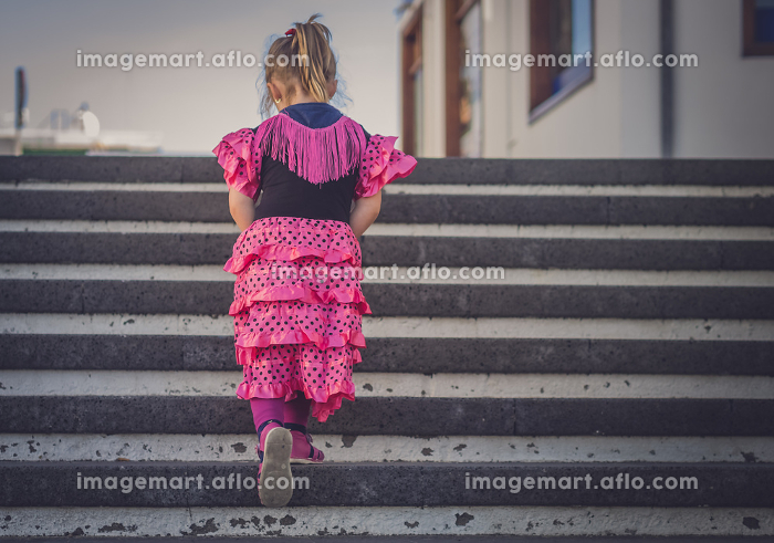 Girl walking up the stairsの販売画像