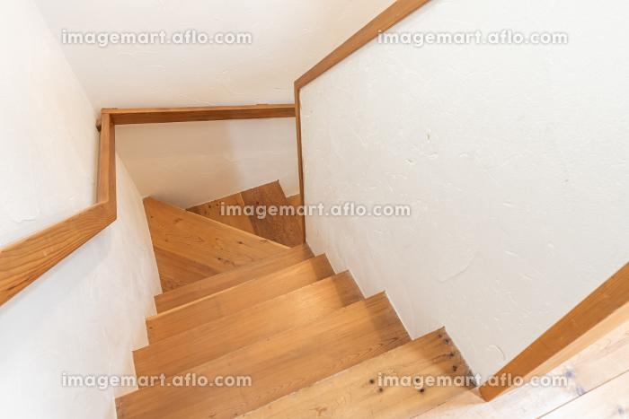 日本の木製の手すりがついた階段の販売画像