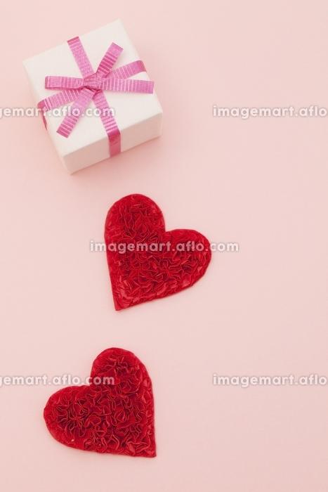 プレゼントとハートの販売画像