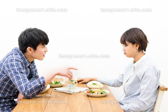 リビング・喧嘩・カップル(夫婦)の販売画像