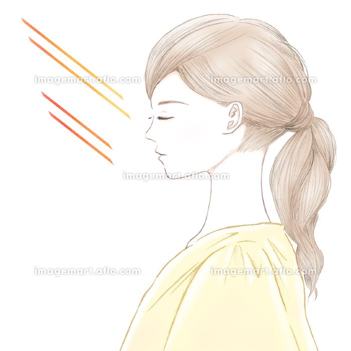 紫外線を浴びた肌 目を閉じた若い女性の横顔の販売画像