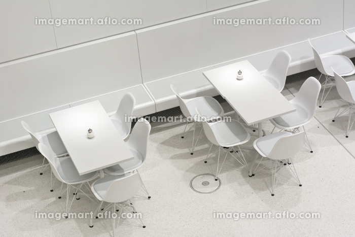 White Table and Chairsの販売画像