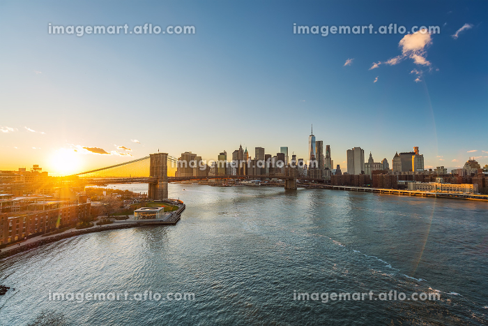 Brooklyn bridge, East river and Manhattan at sunsetの販売画像