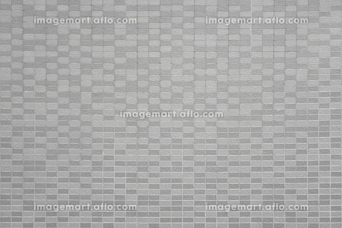 壁一面にはられた均一なタイルの外装の販売画像