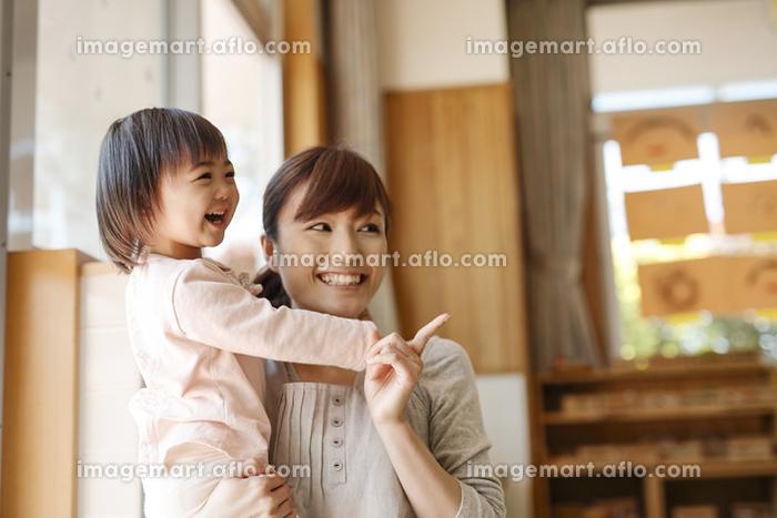保育士と園児