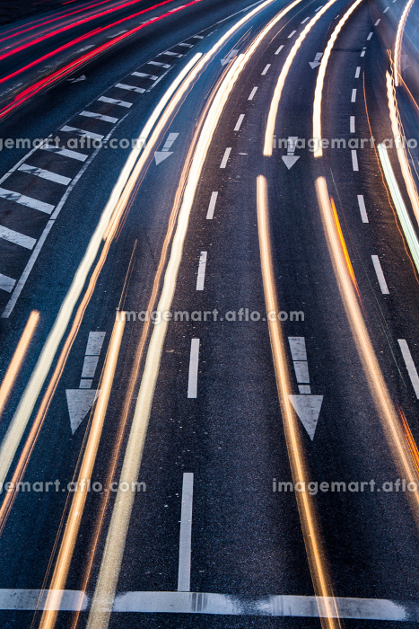 Motion blurred city road traffic (color toned  image)の販売画像