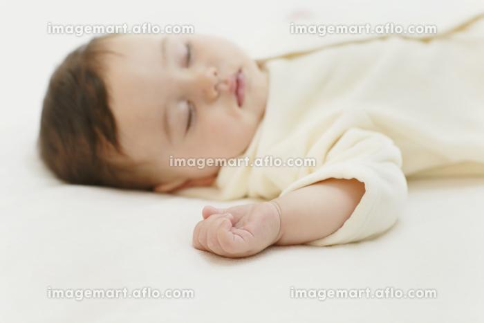 眠る赤ちゃんの販売画像