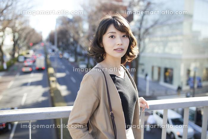 カメラ目線の日本人女性