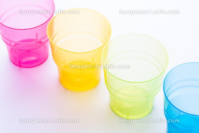 カラフルなプラスチックのコップの販売画像