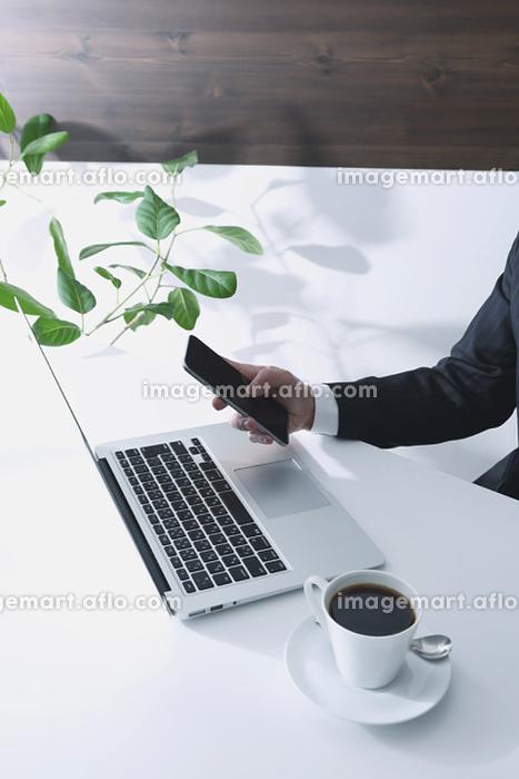 デスクワーク 電化製品 操作の販売画像