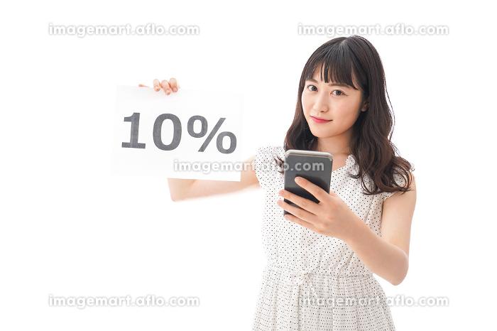 消費税増税に苦しむ若い女性の販売画像