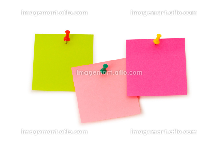 Reminder notes isolated on the white boardの販売画像