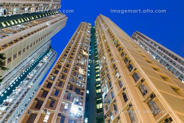 Residential building to the sky at nightの販売画像