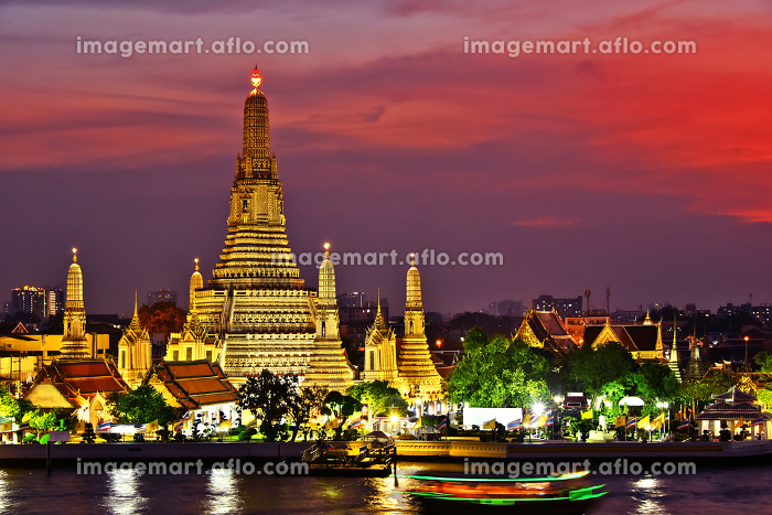 Wat Arun Ratchawararam, a Buddhist temple in Bangkok, Thailandの販売画像