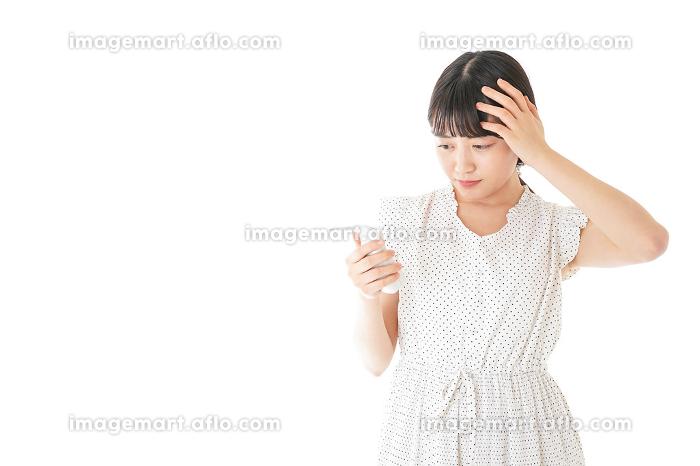 高熱を出す若い女性の販売画像