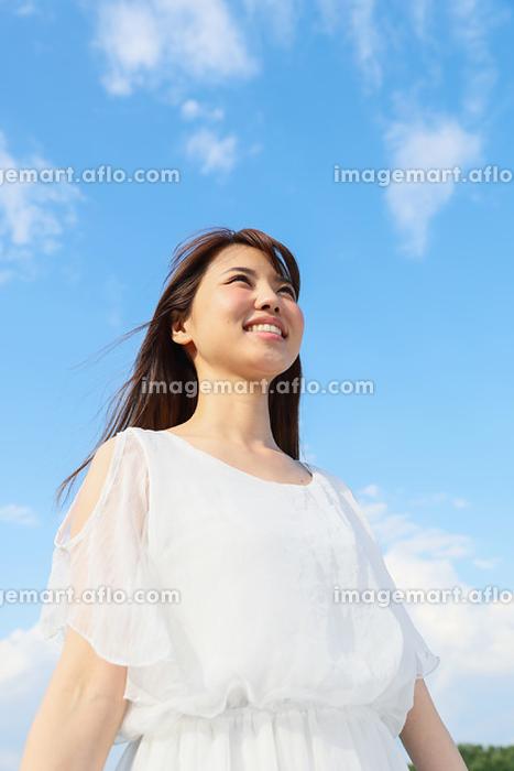 笑顔の若い日本人女性の販売画像