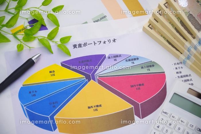 札束とグラフの販売画像