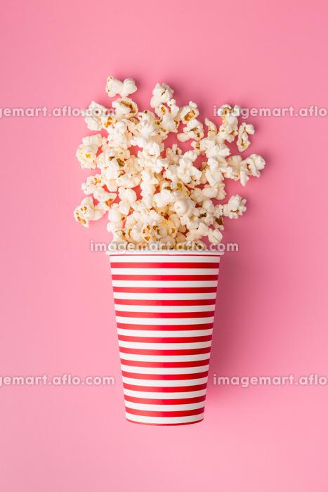 popcorn in paper cupの販売画像