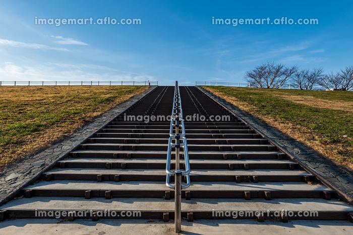 冬晴れの早朝と階段 12月の販売画像