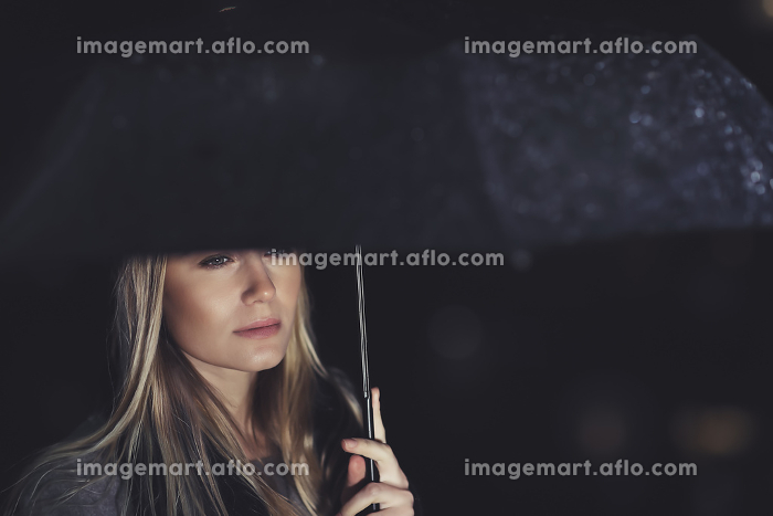 Beautiful sad woman under the rainの販売画像