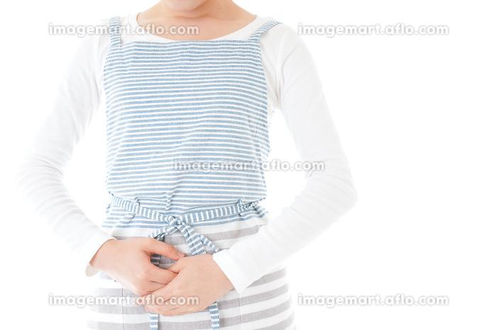 おじぎをする若い主婦の販売画像