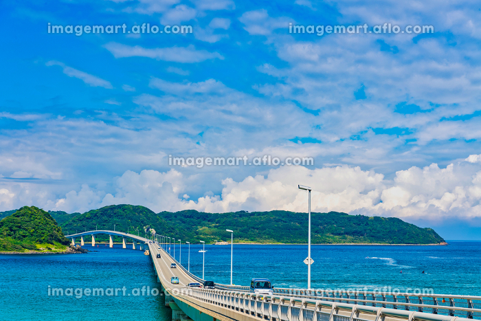 絶景 夏の角島大橋と青空とエメラルドグリーンの海の販売画像