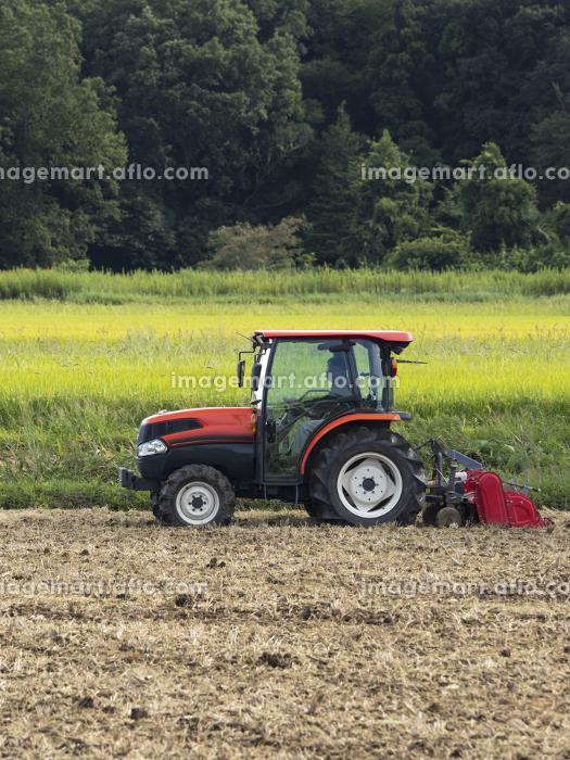 トラクターによる農作業