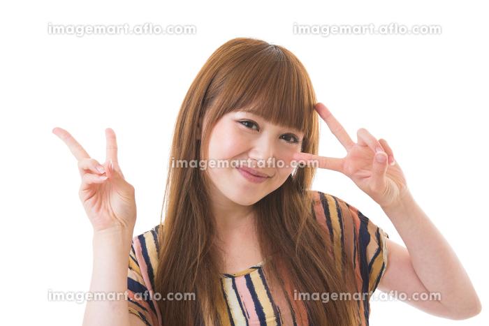笑顔の女性 カジュアルの販売画像