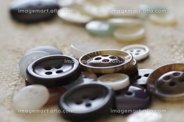 大きさの違う色々なボタンの販売画像