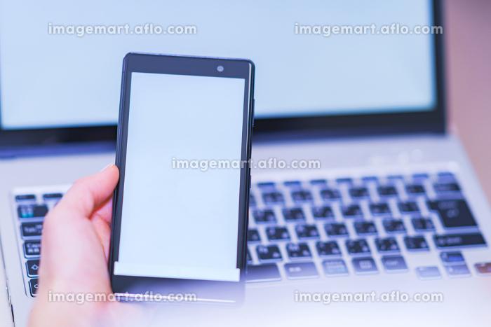 スマホとPC 【デジタル化のイメージ】の販売画像
