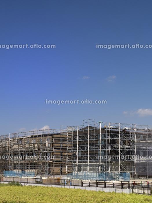 大型マンションの新築現場の販売画像