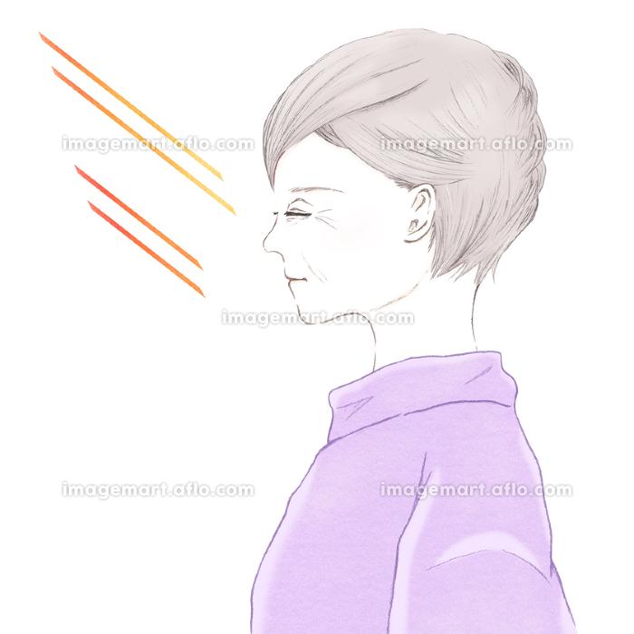 紫外線と目を閉じたシニア女性の横顔 UV 日焼けの販売画像