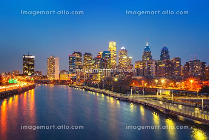 Philadelphia skyline and Schuylkill river at night, USA.の販売画像
