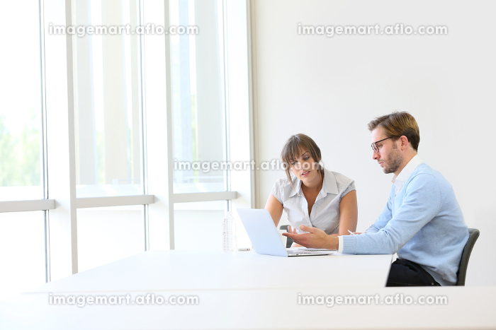Business partners working on project, copyspaceの販売画像