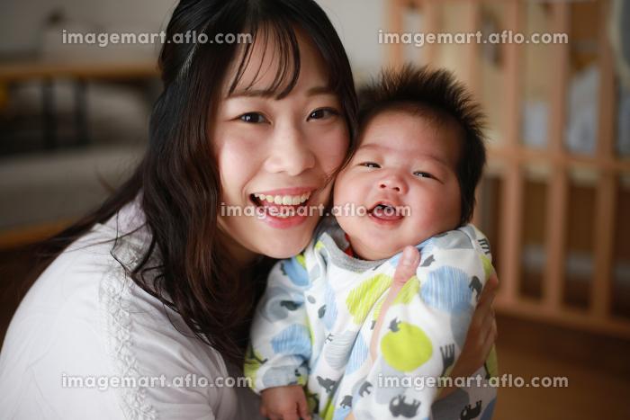 笑顔の親子の販売画像