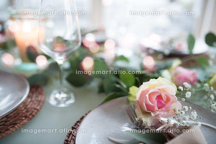 Romantic festive table decorationの販売画像
