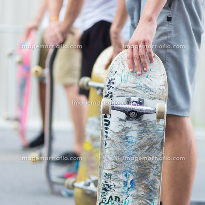 Boys skateboarding on street. Urban life.の販売画像