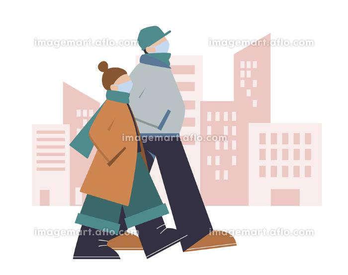 マスクをつけて秋から冬の街を歩く若い男性と女性,カップルの販売画像