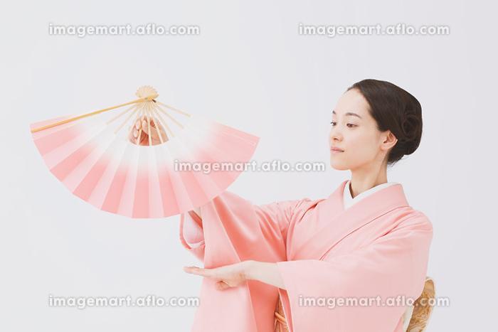 日本舞踊 着物の日本人女性の販売画像
