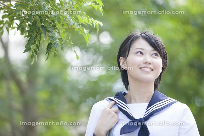 笑顔の女子中学生の販売画像