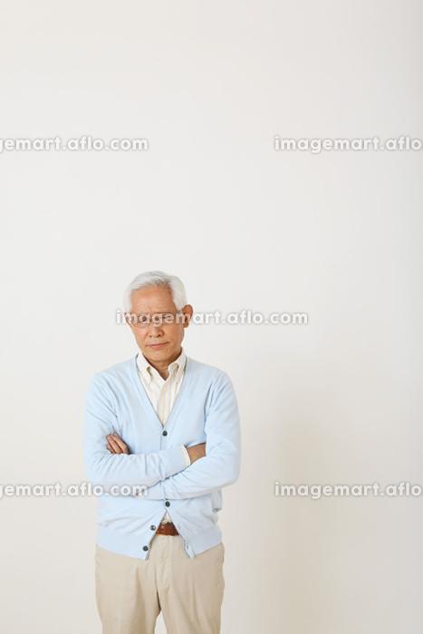 落ち込むシニアの日本人男性の販売画像
