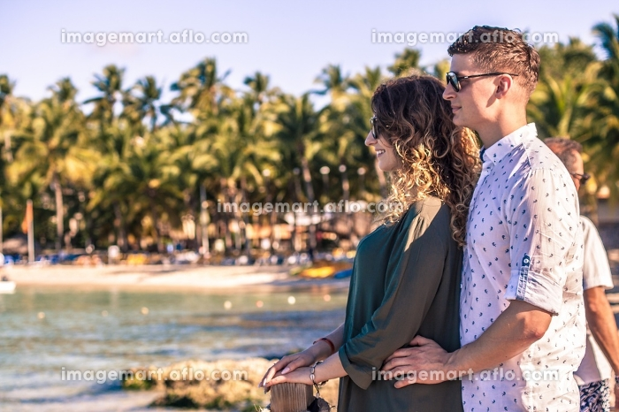 Engaged couple in the Caribbean 11の販売画像