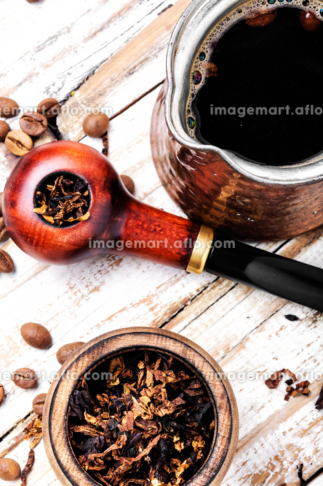 Smoking pipe and coffeeの販売画像