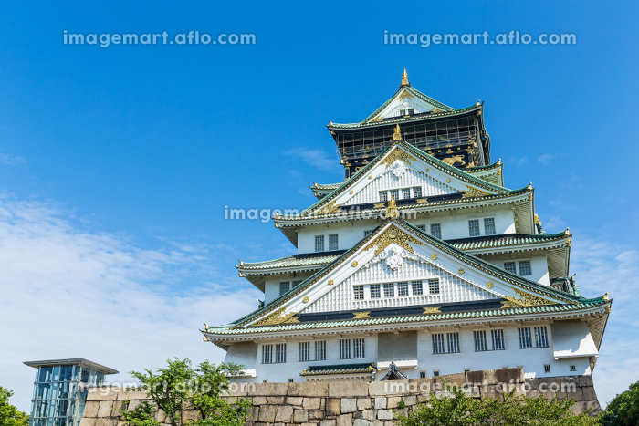 Osaka castle with blue skyの販売画像