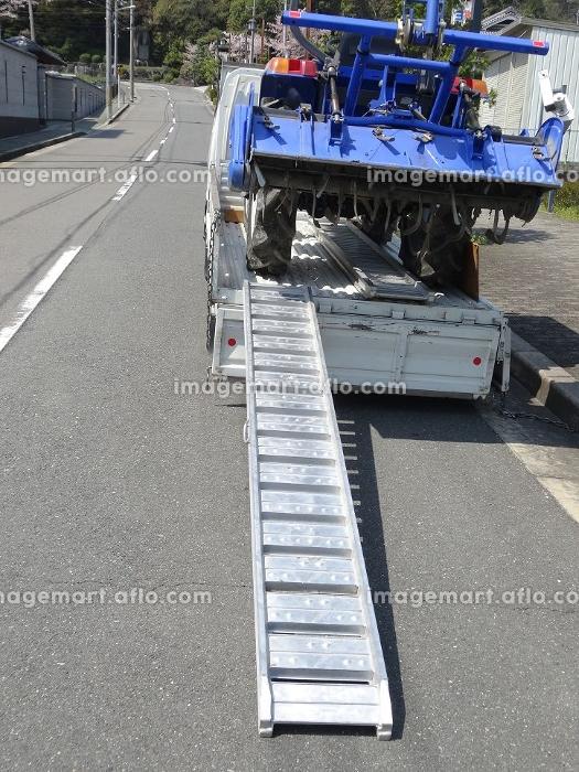 トラクターの積載運搬