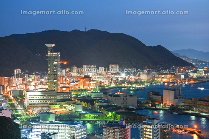 北九州市の有名な観光地門司港レトロ地区の美しい夜景の販売画像
