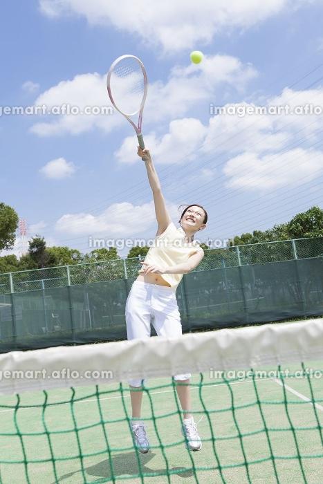 テニスをする女性の販売画像