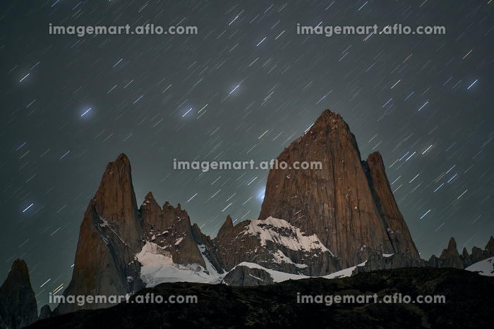 night of stars in the Fitz Roy hill in Patagonia Argentinaの販売画像