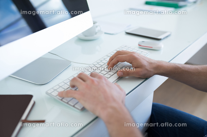 Man working on personal computerの販売画像